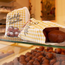 Paper bag for hot sweet snacks with 'oliebollen' design 150g no 23